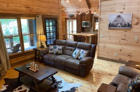 Lazy Creek Retreat | Cabin Rentals of Georgia | Leather Furnishings in Living Area and Cathedral Ceilings