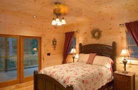 Crooked Creek Cabin | Cabin Rentals of Georgia | Main Level Queen Suite