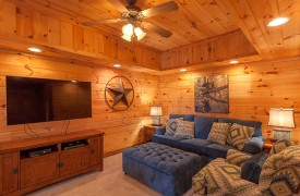 Blue Horizon Lodge | Cabin Rentals of Georgia | Large TV & Plush Seating