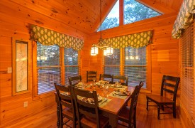 Blue Horizon Lodge | Cabin Rentals of Georgia | Elegant Dining Area