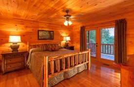 Blue Horizon Lodge | Cabin Rentals of Georgia | Main Floor King Suite