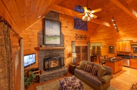 Blue Horizon Lodge | Cabin Rentals of Georgia | Plenty of Natural Light