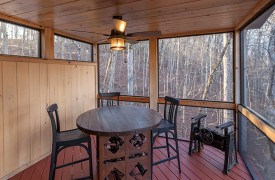 River Heights Lodge | Cabin Rentals of Georgia | Screened-in Al Fresco Dining