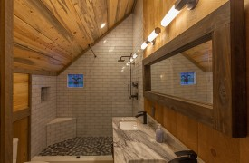 River Heights Lodge | Cabin Rentals of Georgia | Upstairs En-suite Custom Bathroom