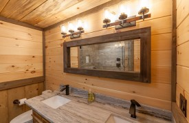River Heights Lodge | Cabin Rentals of Georgia | Terrace Level Full Custom En-suite Bath