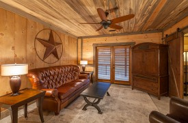 River Heights Lodge | Cabin Rentals of Georgia | Terrace level King Suite Private Living Area