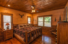 Aska Escape Lodge | Blue Ridge Cabins | Aska Adventure Area Cabin Rentals | Cabin Rentals of Georgia | King Suite