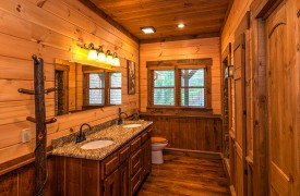 Aska Escape Lodge | Blue Ridge Cabins | Aska Adventure Area Cabin Rentals | Cabin Rentals of Georgia | King Ensuite Bath