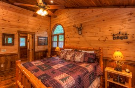 Aska Escape Lodge | Blue Ridge Cabins | Aska Adventure Area Cabin Rentals | Cabin Rentals of Georgia | Upstairs King Suite