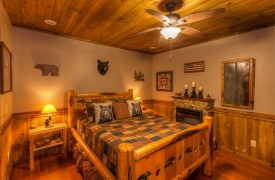 Aska Escape Lodge | Blue Ridge Cabins | Aska Adventure Area Cabin Rentals | Cabin Rentals of Georgia | Terrace Level Queen Suite