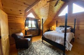 Outlaw Ridge | Cabin Rentals of Georgia | Upstairs Queen Suite
