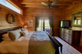 Outlaw Ridge | Cabin Rentals of Georgia | Master King Suite on Main Level
