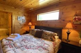 Outlaw Ridge | Cabin Rentals of Georgia | Terrace Level King Suite
