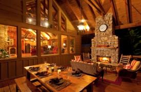 Time Flies | Cabin Rentals of Georgia | Plush Seating