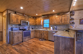 Heartwood Lodge | Cabin Rentals of Georgia | Spacious Kitchen
