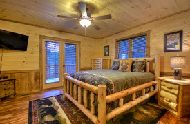 Heartwood Lodge | Cabin Rentals of Georgia | Queen on Main Level