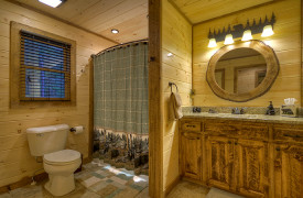 Heartwood Lodge | Cabin Rentals of Georgia | Full Bath on Main Level