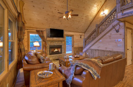 Heartwood Lodge | Cabin Rentals of Georgia | Leather Furnishings