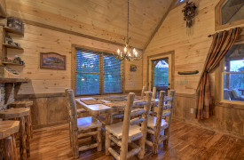 Heartwood Lodge | Cabin Rentals of Georgia | Dining for 6