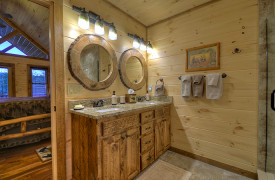Heartwood Lodge | Cabin Rentals of Georgia | Upstairs King EnSuite Bath