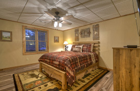 Heartwood Lodge | Cabin Rentals of Georgia | Terrace Level Queen Bedroom