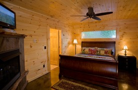 Riverview Lodge | Cabin Rentals of Georgia | Terrace Level King Suite