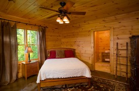 Riverview Lodge | Cabin Rentals of Georgia | Terrace Level Queen Suite