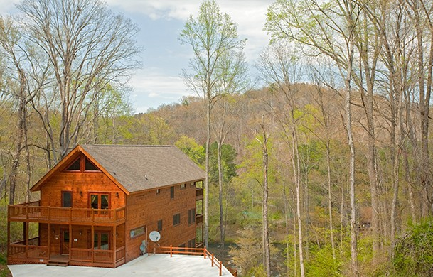The River's Edge | Cabin Rentals of Georgia | Front Exterior Overlooking Toccoa River