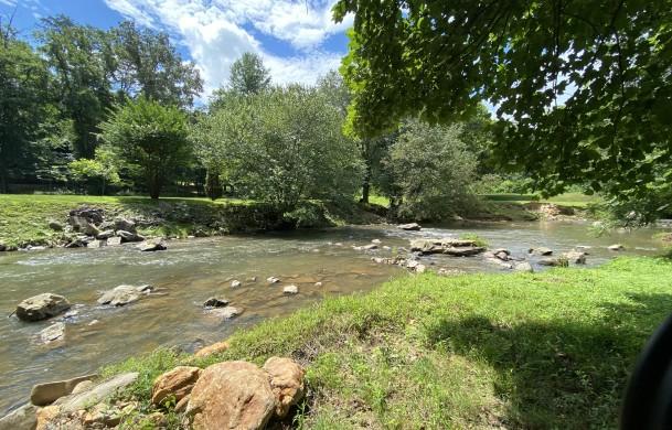 Lazy Creek Retreat | Cabin Rentals of Georgia | Creekfront Property w/ Level Yard